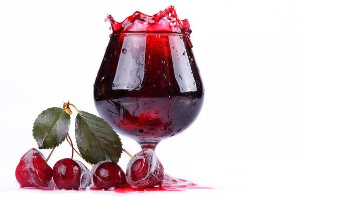 Вино из вишни будет готово через месяц