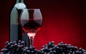 Вино из винограда Маркетт обладает глубоким карминовым цветом