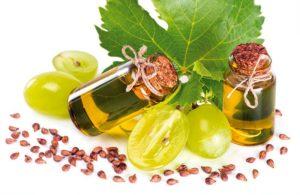 С помощью виноградного масла можно питать и увлажнять кожу